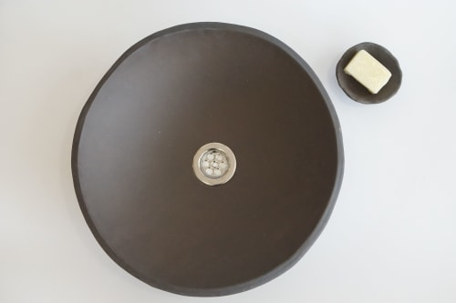 Interior Design by Amelia Johannsen seen at Private Residence, Barcelona - Handmade Ceramic Sinks