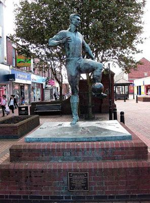 Public Sculptures by John Mills seen at Station Road, Ashington - Jackie Milburn