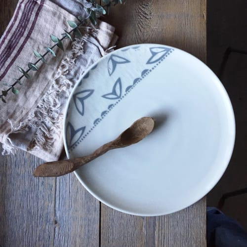 Ceramic Plates by Paula West Pottery LLC seen at Private Residence, Al Rideem - Dinner Plate