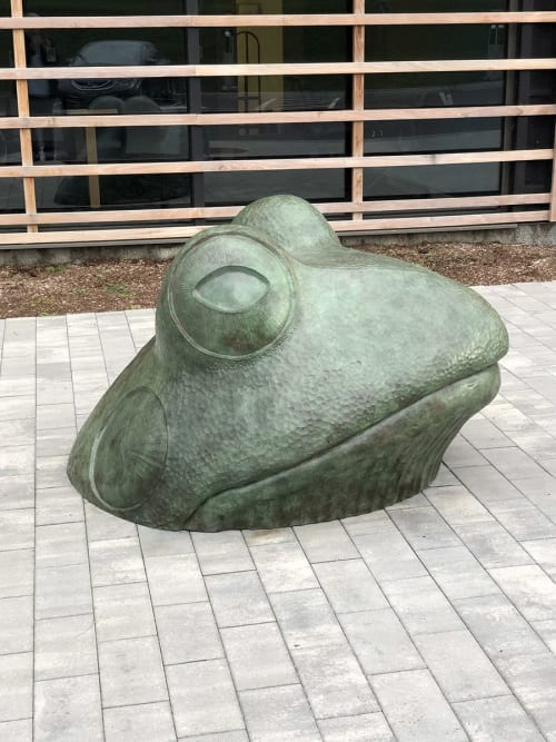 Public Sculptures by Jim Sardonis seen at Vermont Technical College, Randolph - Big Frog
