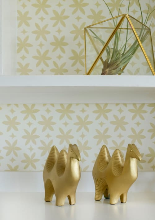 Wallpaper by Metolius seen at Private Residence, San Francisco - Paper Flower Wallpaper