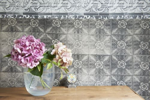 Wallpaper by Deborah Bowness seen at Swan House, Hastings - New Cross Tiles