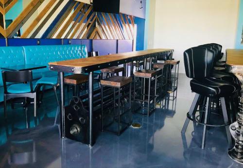 Furniture by Savage Metal LLC seen at Happy's Barley & Vine, El Paso - Custom Metal Bar Tops