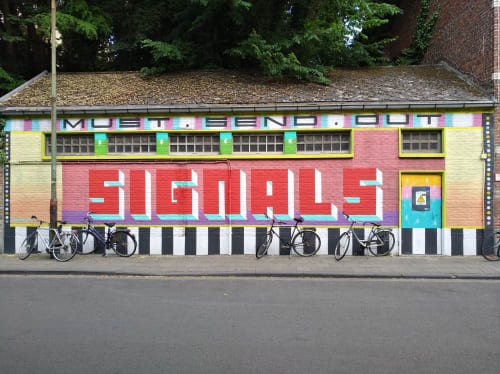 Murals by Hans Geyens aka Señor Color seen at Leuven, Leuven - Must send out signals