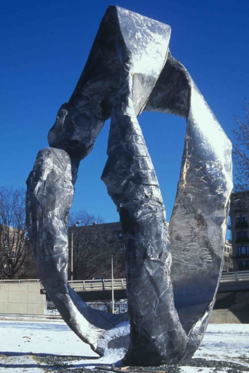 Public Sculptures by Peter Lundberg seen at George Washington Bridge, New York - Euclid