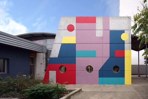 Street Murals by Eltono seen at Ctre Socioculturel de Part Et D Autre, Niort - CSC Clou Bouchet