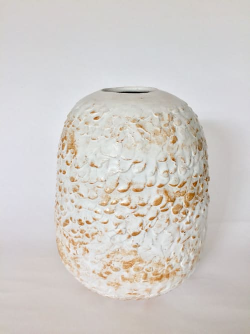 Vases & Vessels by Barbara Jans Ceramics seen at Goeds Design Store Zaandam, Zaandam - Handmade white vase