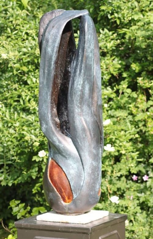 Sculptures by Rob Leighton Sculptor seen at Private Residence, Headcorn - Vieregruppe