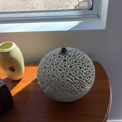 Sculptures by Simon van der Ven seen at Private Residence, Palm Springs - Illuminated Round Vase