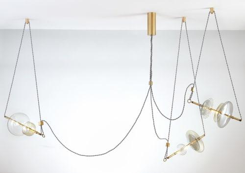 Chandeliers by SilvioMondinoStudio seen at ممشى مارينا دبي, دبي - Trapezi Chandelier Three Lights