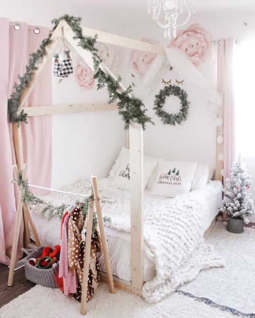 Linens & Bedding by Beddy's seen at Chantelle Lourens' Home - Linens