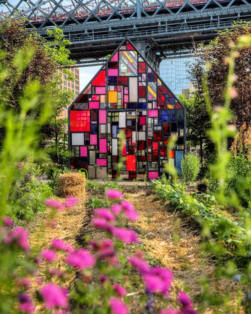 Public Sculptures by Tom Fruin seen at North Brooklyn Farms, Brooklyn - Kolonihavehus