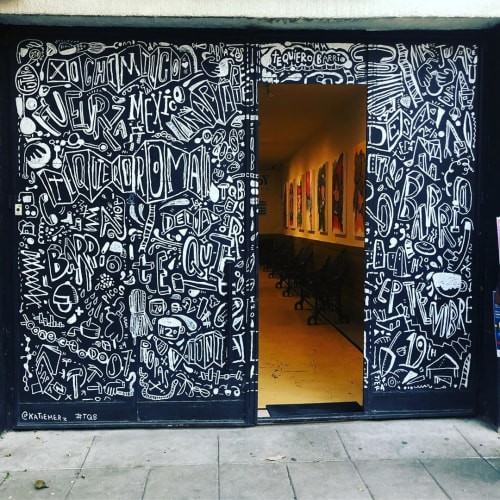 Murals by Katie Merz seen at Hungry Beast Juice Bar & Kitchen, Ciudad de México - Front Facade Mural