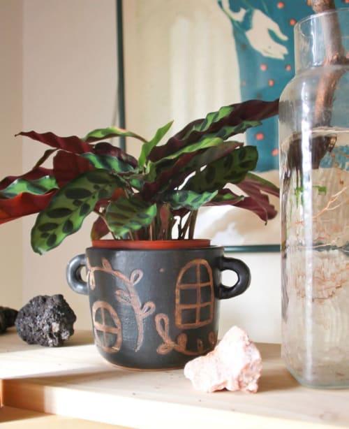 Vases & Vessels by Lexa Luna Studio seen at Private Residence, Columbus - Ceramic Planter