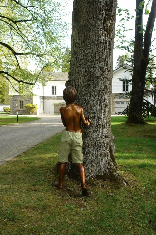 Art Curation by Eleanor Cardozo seen at Private Residence, Geneva - Bronze boy - Private commission