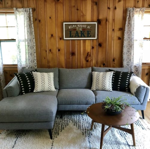 Pillows by Hudson & Harper Co seen at Private Residence, Greenwood Lake - Azibo