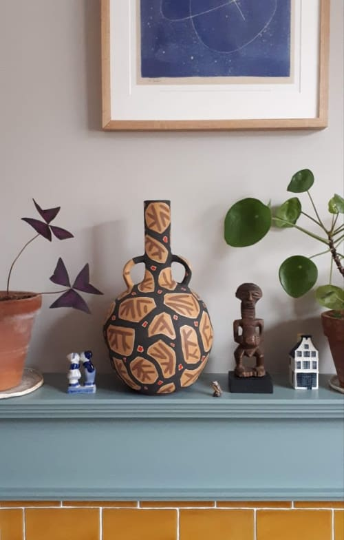 Sculptures by Lydia Hardwick seen at Private Residence, London - Barra Pot