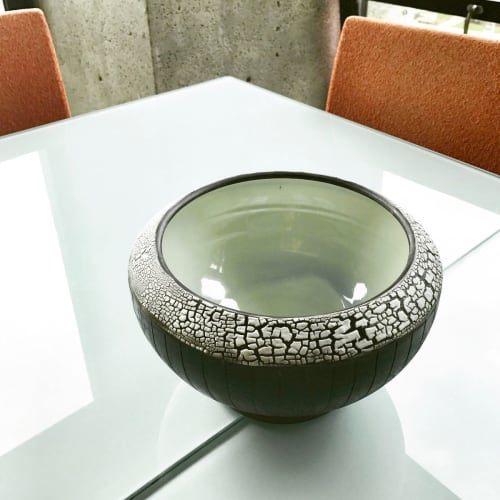 Tableware by Pierre Bounaud Ceramics seen at Private Residence, San Diego - Bowl with white crackle rim