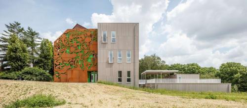 Architecture by STUDIO NICK ERVINCK seen at Anderlecht, Anderlecht - WIBIETOE, De Groene School - Anderlecht, BE 2017