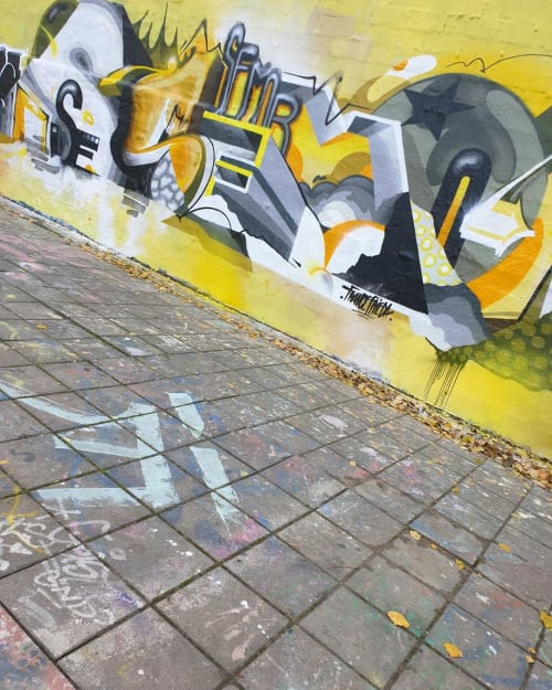 Street Murals by Semor the mad one seen at Cologne, Cologne - Yellow Gray Mural