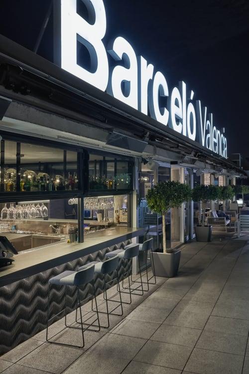 Interior Design by Mercader de indias seen at Av. de França, 11, València - Bar 270º , rooftop Barcelo Valencia