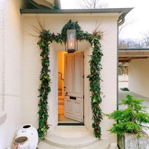 Floral Arrangements by CARL DENTON DESIGNS seen at Private Residence, Nashville - Floral Decor