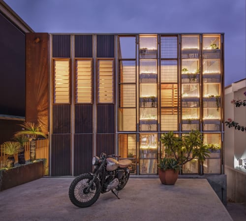 Architecture by CplusC Architectural Workshop seen at Private Residence, North Bondi - Living Screen House