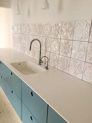 Tiles by Kay Aplin seen at Private Residence, Copenhagen - White Flower Tiled Kitchen