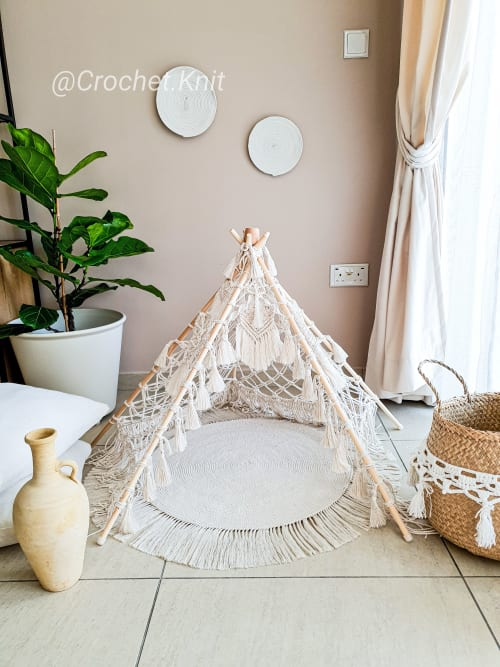 Interior Design by MarryKate, @crochet.knit and macrame designer seen at Abu Dhabi Mall, Abu Dhabi - HandCrafted Macrame TeePee and Rug
