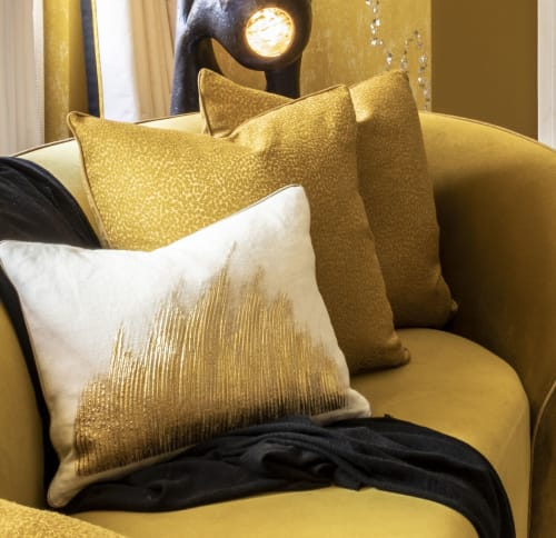Pillows by Le Studio Anthost seen at Private Residence, New York - Wave