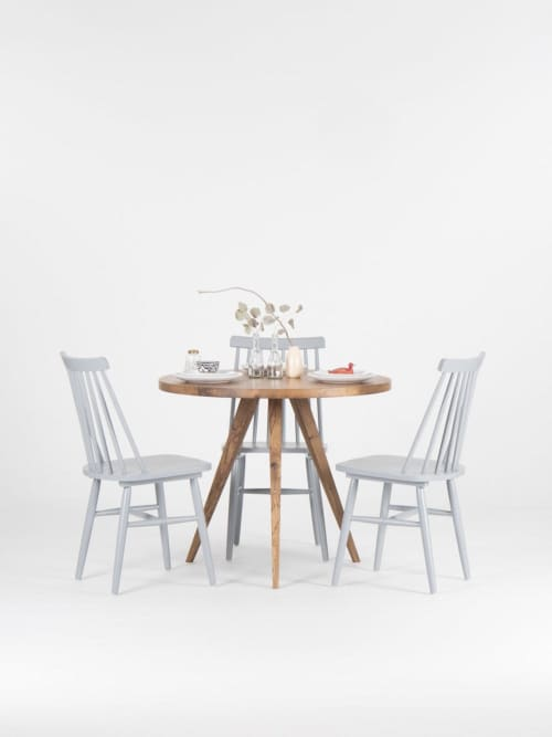 Reclaimed round dining table, rustic kitchen table | Tables by Mo Woodwork