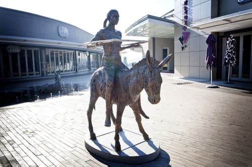 Grounded, Ungrounded | Public Sculptures by Angus Taylor | Lynnwood Bridge Retail in Pretoria