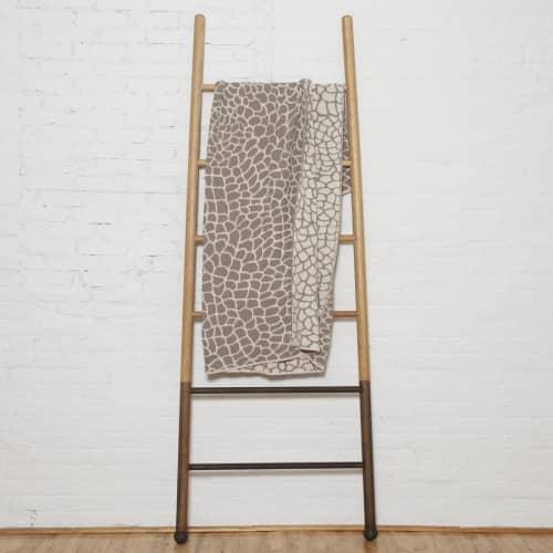 Linens & Bedding by Jill Malek Wallpaper - Peel Reversible Throw   Ceniza/hemp
