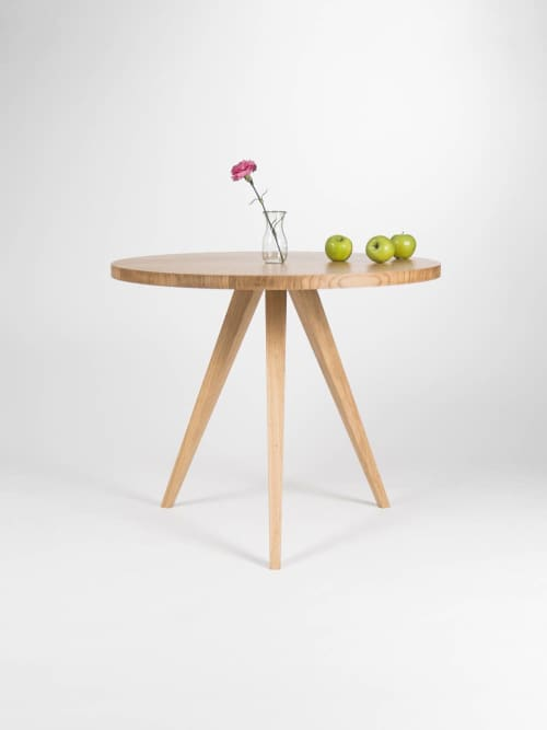Round dining table, kitchen table, made of solid oak wood   Tables by Mo Woodwork