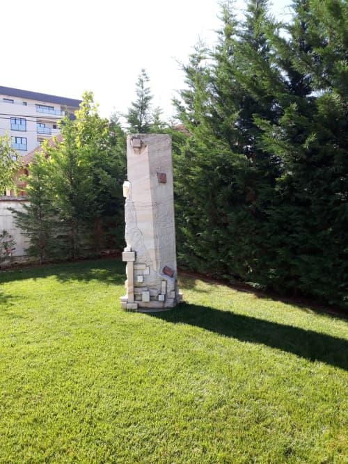 Public Sculptures by Linda-Saskia Menczel seen at Private Residence, Timișoara - Meeting yourself