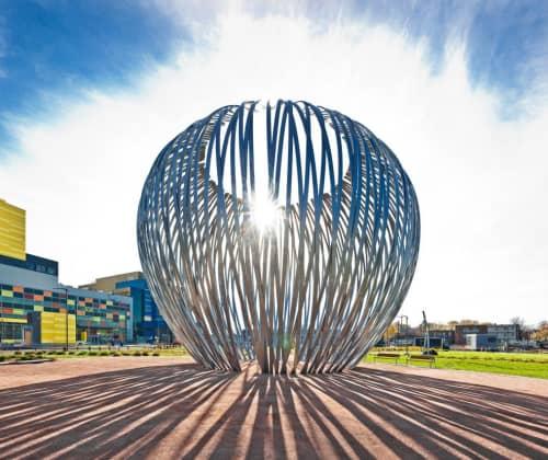 Public Sculptures by Linda Covit seen at MUHC Glen Site, Montréal - Havre