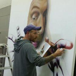 El ROJO... graffitero  , dedicado a dar color en lugares grises